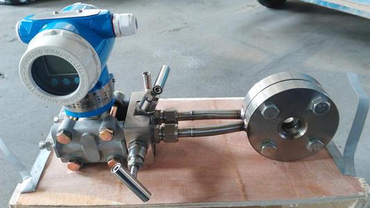 压力变送器的关键是一个外扩散硅光敏电阻器